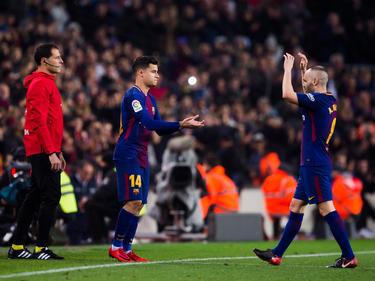 Coutinho (li.) durfte erstmals für Barca auf dem Rasen stehen