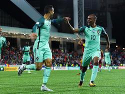 Cristiano Ronaldo und Joao Mário wollen sich gegen Spanien durchsetzen