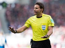 Felix Brych pfeift die Partie zwischen Serbien und der Schweiz