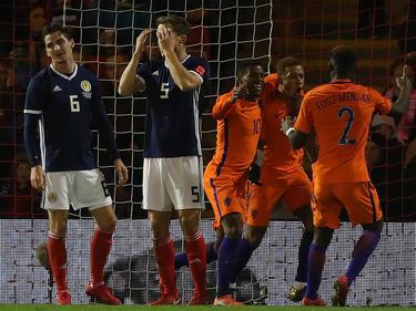 Die Niederländer gewinnen glücklich in Schottland
