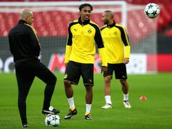 Dortmunds Trainer Peter Bosz (li.) hofft auf einen Sieg zum Auftakt der Champions League
