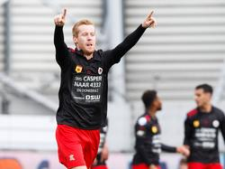 Excelsior komt vroeg in de wedstrijd op een verrassende 1-0 voorsprong tegen Ajax. Het is Mike van Duinen die een fout van Matthijs de Ligt afstraft. Het doelpunt komt uitendelijk op naam van Kenny Tete, die het laatste zetje gaf. (19-03-2017)