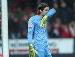 Marvin Hitz steckt mit dem FC Augsburg mitten im Abstiegskampf