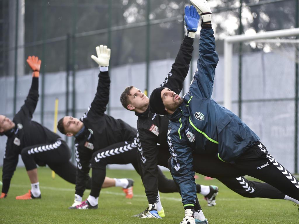 Rieds Handschuhträger horchen auf Hubert Auer (rechts)
