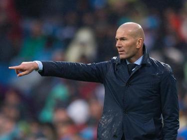 Zidane da indicaciones desde la banda ante el Villarreal. (Foto: Getty)
