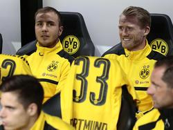 Mario Götze (l.) saß gegen die Bayern auf der Bank