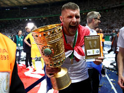 Stolzer Spieler des Spiels: Ante Rebic von Eintracht Frankfurt