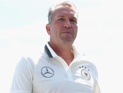 Ex-Nationaltorhüter Andreas Köpke zieht die Lose für die nächste Pokalrunde