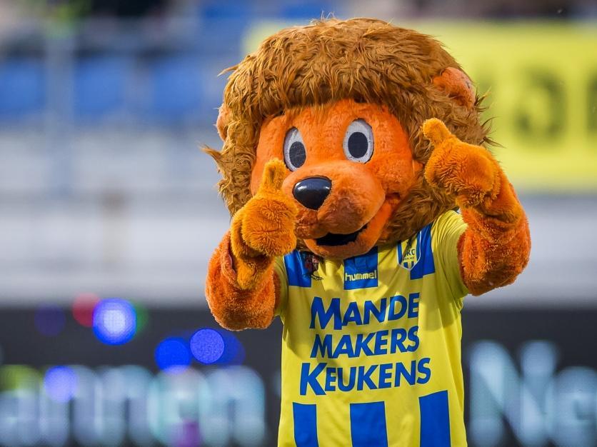 RiKCy, de mascotte van RKC Waalwijk. (31-03-2017)