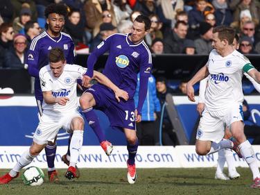Der VfL (in violett) gewinnt ein rasantes Derby in Lotte