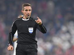 Schiedsrichter Tobias Stieler droht eine Sperre durch den DFB
