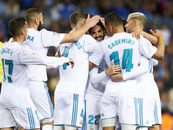Los jugadores del Madrid celebran su 'maestro'. (Foto: Getty)