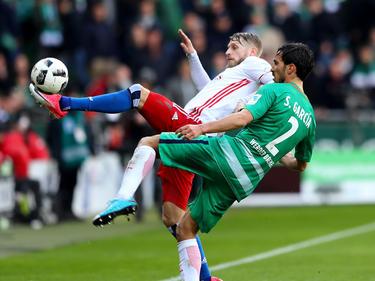 Aaron Hunt (l.) tritt mit dem HSV gegen seinen Ex-Verein an