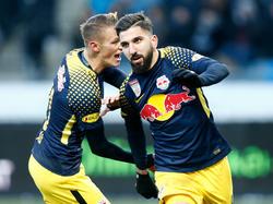 Hannes Wolf und Doppeltorschütze Munas Dabbur jubeln über den Sieg in Graz