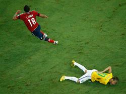Juan Zúñiga (l.) hat Neymar bei der WM verletzt