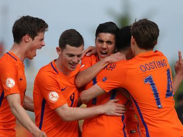 Oranje U17 viert een treffer tijdens het EK-duel Nederland - Noorwegen (07-05-2017).