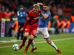 Leverkusens Brandt (li.) ist mit der Entwicklung seines Teams zufrieden