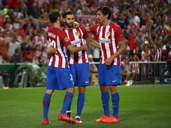 Yannick Ferreira-Carrasco (M.) feiert den Sieg-Treffer gegen die Bayern