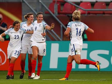 Jodie Taylor (9) traf dreimal gegen Schottland