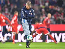 Peter Hermann hat den erkrankten Jupp Heynckes auf der Bayern-Bank vertreten