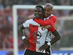 Eljero Elia (l.) en Karim El Ahmadi (r.) zijn blij na de gelijkmaker van Dirk Kuyt tijdens het competitieduel Feyenoord - Ajax (23-10-2016).