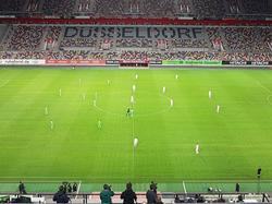 Die Esprit Arena in Düsseldorf war bis auf den Rasen beinahe leer