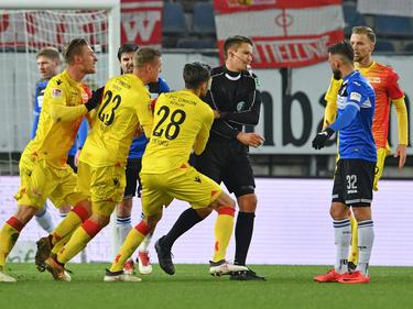 Schiedsrichter Tobias Reichel pfiff ab, Augenblicke später fiel die vermeintliche Union-Führung