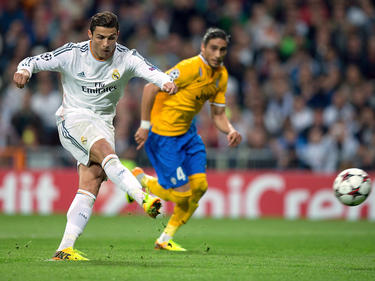 Cristiano Ronaldo (l) traf doppelt gegen Schlusslicht Rayo Vallecano.