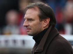 """Jens Nowotny überreichte den """"Sepp-Herberger-Pokal"""""""