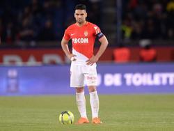 Radamel Falcao saca una falta frente al PSG. (Foto: Imago)