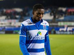 Queensy Menig verlaat treurend het veld. De aanvaller van PEC Zwolle mist een paar opgelegde kansen tegen Willem II. (10-12-2016)