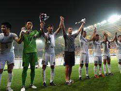 Lukas Podolski (M.) muss wegen einer Gelbsperre für Vissel Kobe pausieren