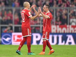 Arjen Robben und Franck Ribéry haben einen neuen Vertrag des FC Bayern vorliegen