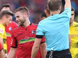 Yoric Ravet musste gegen den BVB vom Platz