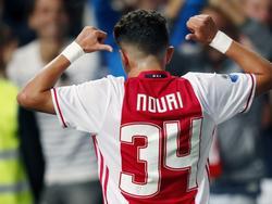 Abdelhak Nouri heeft Ajax vanuit een vrije trap op een 5-0 voorsprong gezet tegen Willem II. De debutant wist op zijn rugnummer, om Ajax aan de 34ste titel te willen helpen. (21-09-2016)