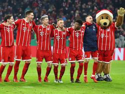 Nach dem Spiel konnten die Bayern-Profis mit ihren Fans feiern