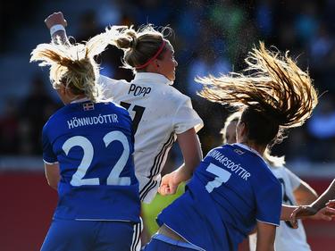 Alexandra Popps (M.) Ausgleichstreffer war gegen Island nicht genug