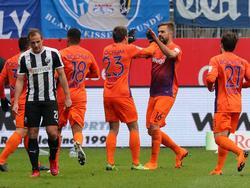 Lukas Hinterseer (2.v.r.) war der Matchwinner auf Bochumer Seite