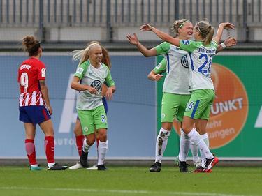 Alexandra Popp (2.v.r.) steuerte gegen Atlético Madrid drei Tore und vier Vorlagen bei