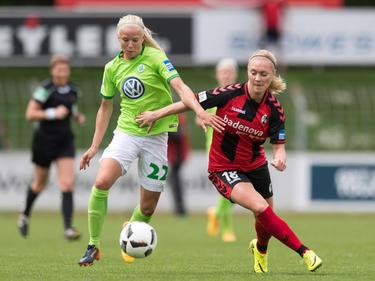 Pernille Harder (l.) verlängert bis 2020 in Wolfsburg