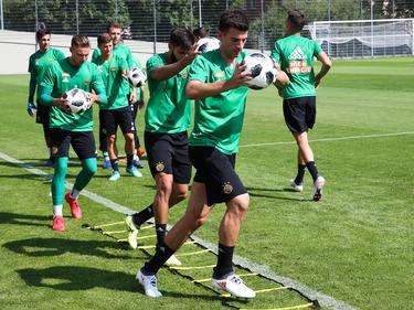 Trainingsauftakt in Hütteldorf - Andrija Pavlović ist vorne mit dabei
