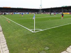 Das Fassungsvermögen des Holstein-Stadions muss auf 15.000 Zuschauer erweitert werden