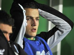 Nick Bakker lijkt het even niet te zien zitten. De verdediger van FC Groningen zit tijdens het duel met NEC met zijn handen in het haar. (3-12-2011)