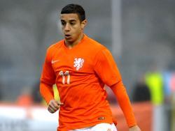 Bilal Ould-Chikh in actie tijdens het kwalificatieduel tussen Nederland en Noorwegen onder 19. (28-03-2015)