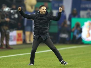 S04-Coach Domenico Tedesco freut sich über das DFB-Pokal-Viertelfinale