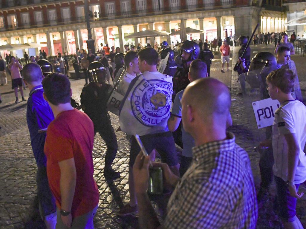 Hooligans trieben auf Madrids Plaza Mayor ihr Unwesen