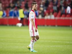 Centrale verdediger Joël Veltman druipt teleurgesteld af na de nederlaag van Ajax thuis tegen Willem II. (20-08-2016)
