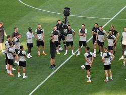 Fest entschlossen schon im Training: Die Spieler des FC Liverpool mit Teammanager Jürgen Klopp