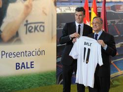 Gareth Bale (l.) wurde bei Real Madrid offiziell vorgestellt