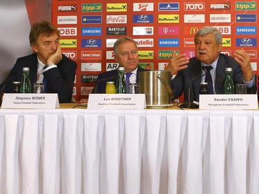 Bei der M6-Konferenz beriet sich ÖFB-Boss Leo Windtner mit seinen Amtskollegen aus Polen Zbigniew Boniek (l.) und Ungarn Sándor Csányi (r.) unter anderem zum Thema Infrastruktur